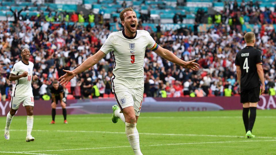 Englands Harry Kane bejubelt sein Tor zum 2:0