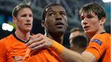 Torschütze Georginio Wijnaldum von den Niederlanden feiert das 1:0 gegen die Ukraine