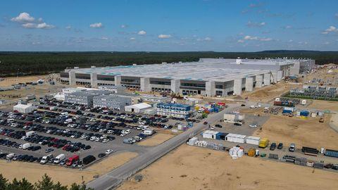 Brandenburg, Grünheide: Das Baugelände der Tesla-Autofabrik östlich von Berlin