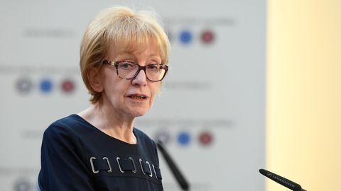 Helena Valkova ist Tschechiens ehemalige Justizministerin undRegierungsbeauftragtefür Menschenrechte. Sie ist eine derInitiatorinnender Gesetzesänderung