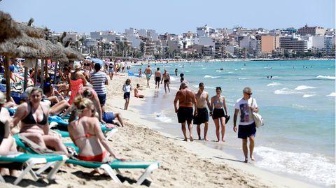 Volle Strände auf Mallorca: Nun wurde Spanien von der Bundesregierung als Corona-Risikogebiet eingestuft.
