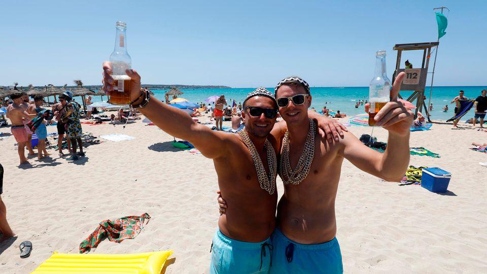 Feiern am Strand von Arenal