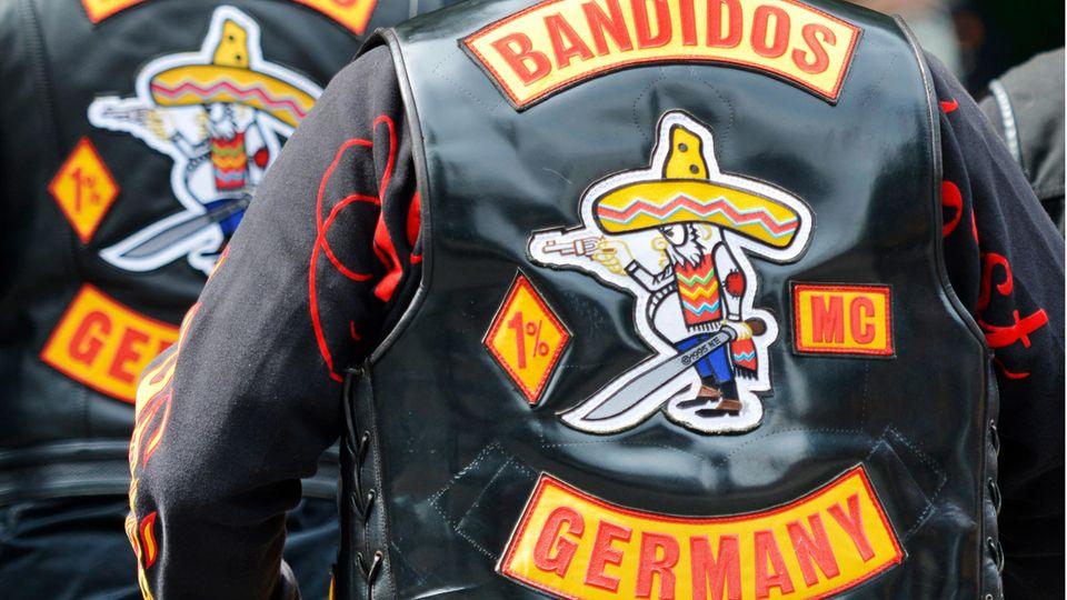 """Mitglieder der Rockervereinigung """"Bandidos"""""""