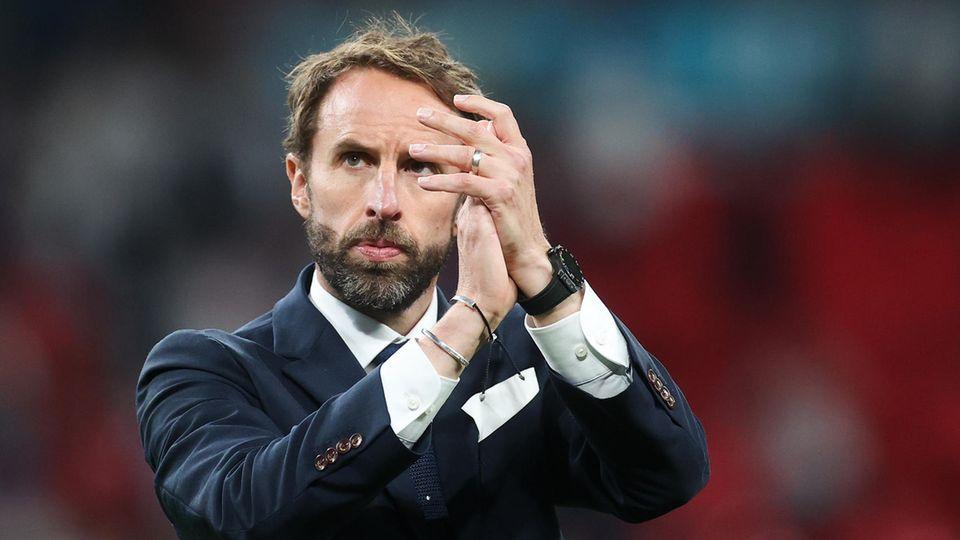 Englands Nationaltrainer Gareth Southgate klatscht in die Hände nach verlorenem EM-Finale 2021
