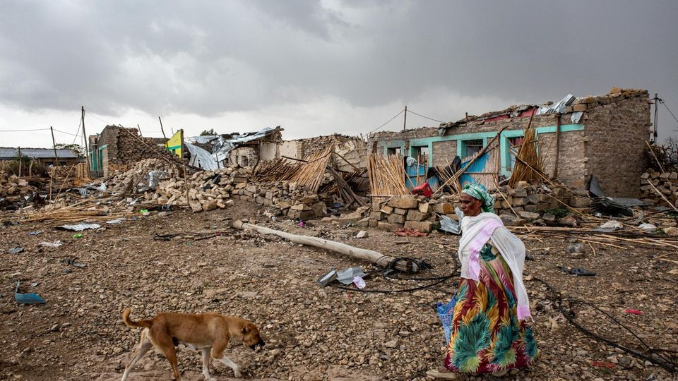 Neun Tage nach dem Luftangriff auf den Markt von Togoga liegt Verwesungsgeruch in der Luft