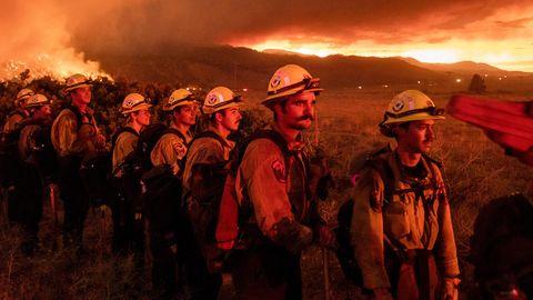 Feuerwehrleute sind im Einsatz im Kampf gegen das Sugar Fire