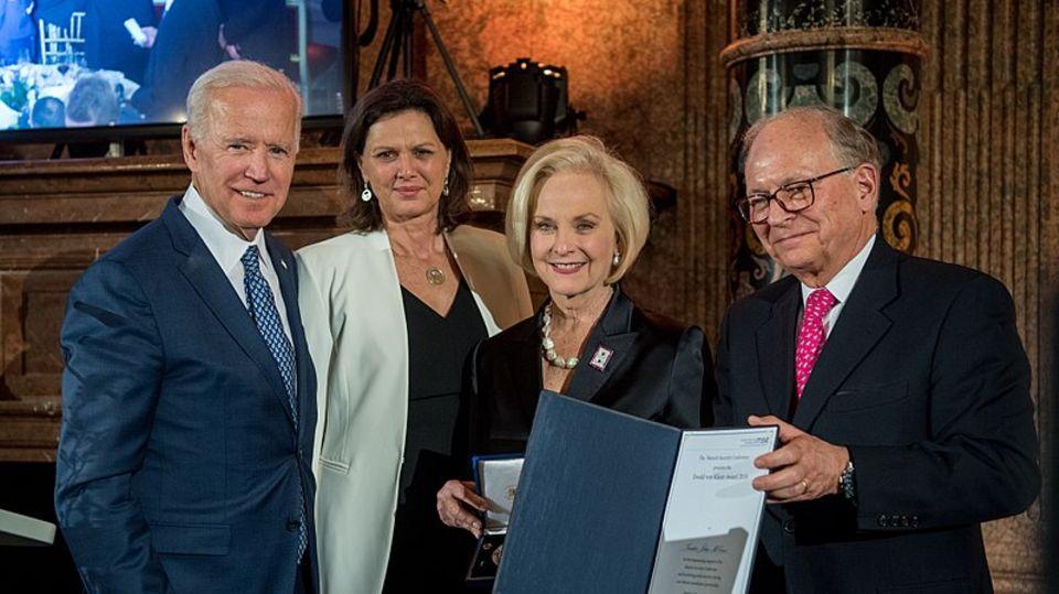 Joe Biden, Ilse Aigner, Cindy McCain und Wolfgang Ischinger während der Münchener Sicherheitskonferenz 2018