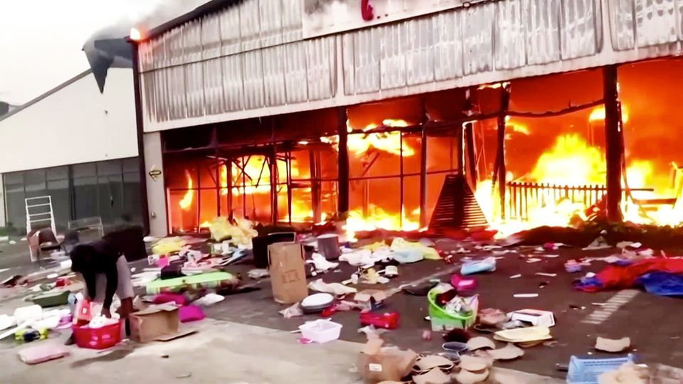 Proteste in Südafrika: Traurige Bilanz nach Unruhen: 212 Tote, Lebensmittel werden knapp und ein Schaden in Millionenhöhe