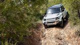 Steht seinem Vorgänger offroad in nichts nach: Land Rover Defender PHEV