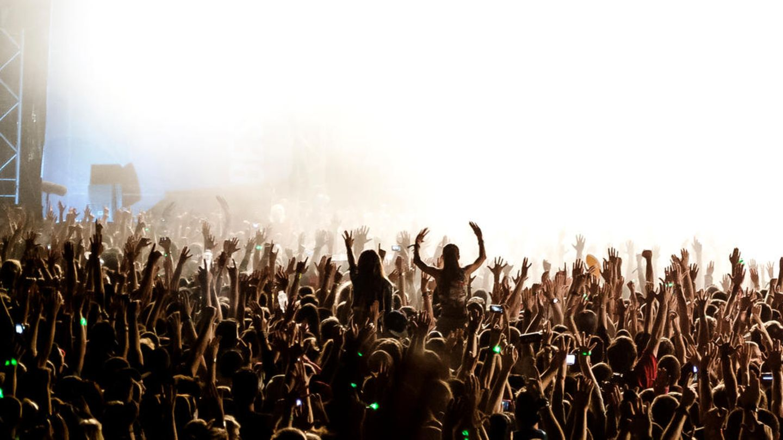 Tausende feierten dicht gedrängt und ohne Maske auf dem Verknipt-Festival in den Niederlanden