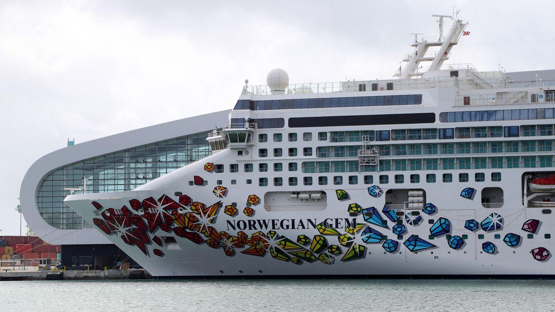 Die Norwegian Gem liegt im Hafen von Miami und wartet auf ihre erhoffte Wiederinbetriebnahme