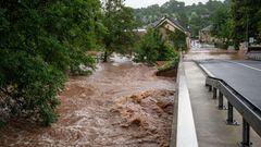 Die Kyll ist in Erdorf über die Ufer getreten und hat Teile des Dorfes geflutet