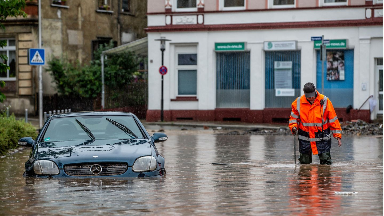 Überflutete Straßen in der Stadt Hagen