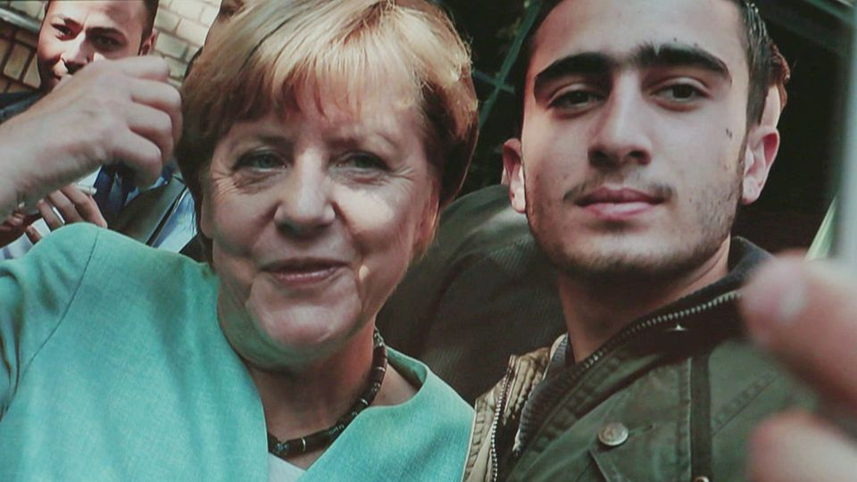 Flüchtling machte Selfie mit Merkel – so geht es ihm heute