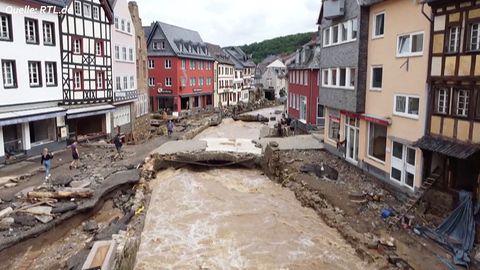 News im Video: Hochwasser und Fluten zerstören Altstadt von Bad Müntsereifel