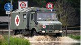 Auch die Bundeswehr kommt den betroffenen Regionen zu Hilfe, wie diesesSanitätsfahrzeug.