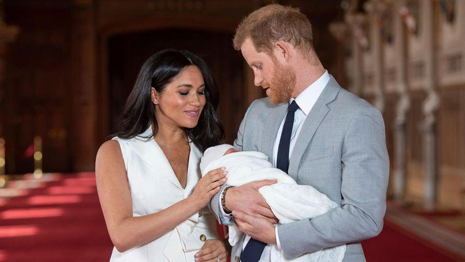 Harry und Meghan mit ihrem Töchterchen Lilibet