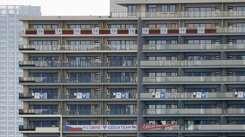 Blick auf ein Gebäude des Olympischen Dorfs in Tokio