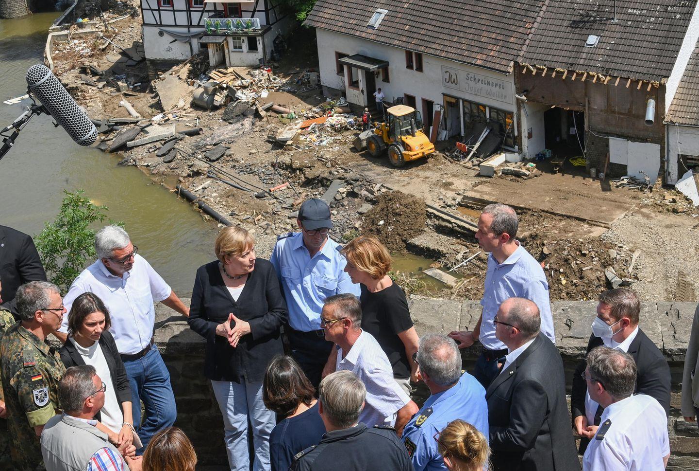 Angela Merkel und Malu Dreyer im Hochwassergebiet