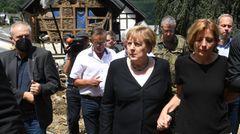Merkel und Dreyer auf ihrem Weg durch Schuld in der Eifel