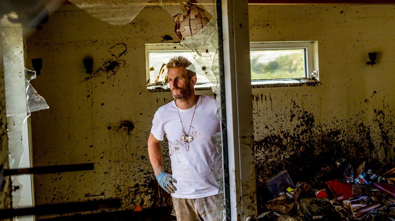 Christian Joistgen in den Trümmern seines klimagerechten Hauses