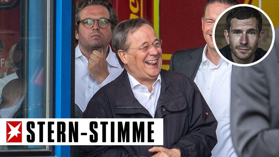 Armin Laschet bricht während seines Besuchs in Erftstadt in lautes Lachen aus