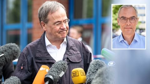 Armin Laschet gibt Journalisten Interviews