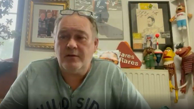 """""""Bares für Rares""""-Händler Walter Lehnertz sitz in seinem Ladengeschäft und schaut in die Kamera"""