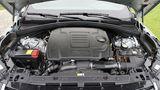 Der Verbrennungsmotor leistet 221 KW / 300 PS