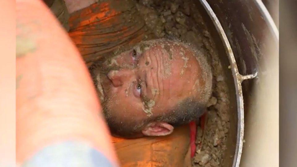 USA: Bauarbeiter ertrinkt beinahe in Graben –die dramatische Rettung im Video