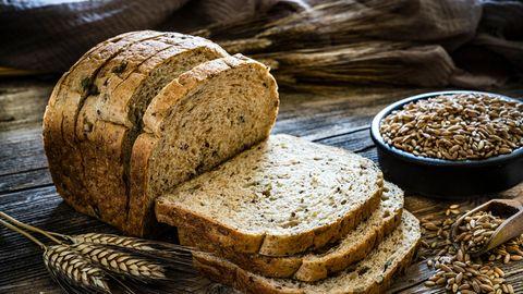 Brot selbst backen: Schnelles Rezept für ein frisches Dinkelvollkornbrot.