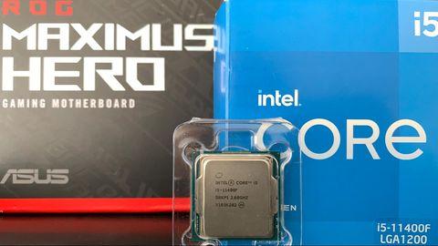 Der Intel Core i5 11400F steht vor seiner Verpackung