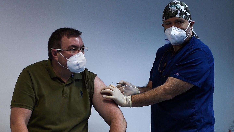 Gesundheitsminister Kostadin Angelov wird geimpft