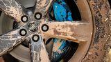 Blaue Bremssättel beim Land Rover Defender V8