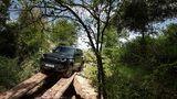 Schwer geländetauglich: der Land Rover Defender V8