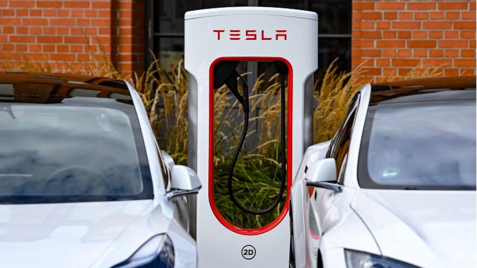Tesla-Ladestation in Berlin