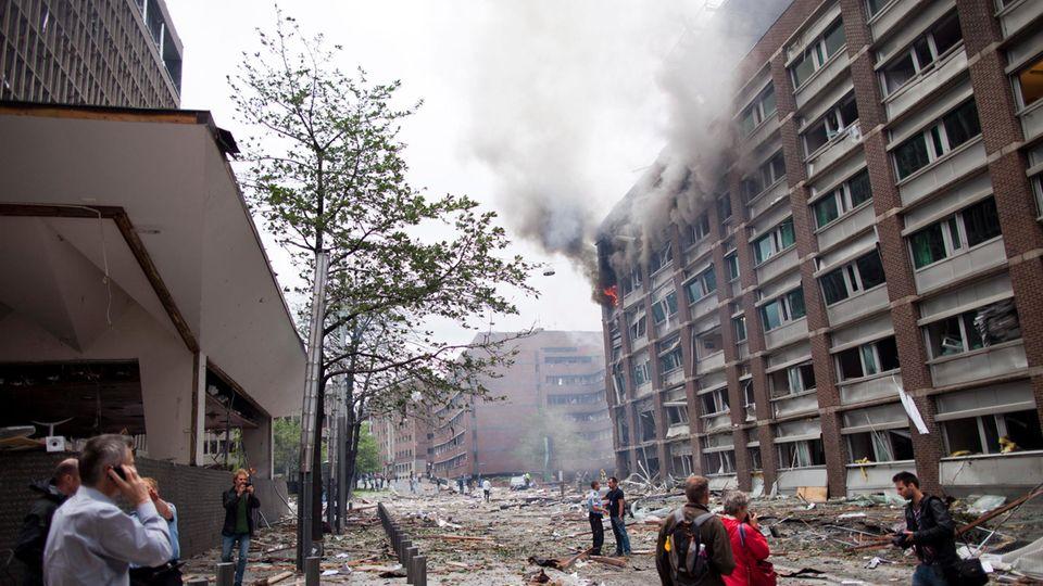 Massive Schäden im Osloer Regierungsviertel nach der Bombenexplosion