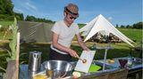 Abwaschen im Ü18-Ferienlager unter freiem Himmel: Heute hat Lukas Spühldienst