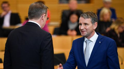 Thüringens Ministerpräsident Bodo Ramelow  und AfD-Fraktionsvorsitzende Björn Höcke (r.)