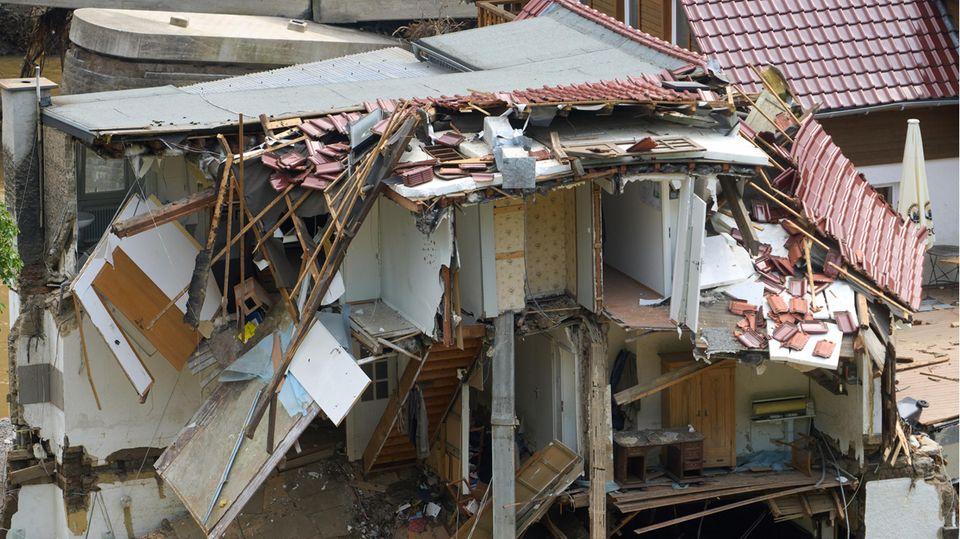 Rheinland-Pfalz, Bad Neuenahr-Ahrweiler: Im Ortsteil Walporzheim wurden durch die Hochwasser-Katastrophe ganze Häuser zerstört (Symbolbild)