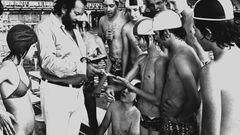 Zu seiner aktiven Zeit als Sportler war dieser Mann noch deutlich schlanker: 1975 war Bud Spencer bereits ein gefeierter Filmstar und musste Jugendlichenbeim Besuch des Münchner Olympia-Geländes Autogramme geben.