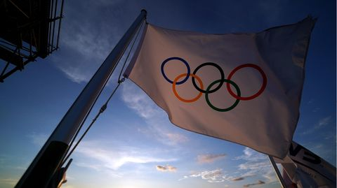 Die olympische Flagge in Tokio