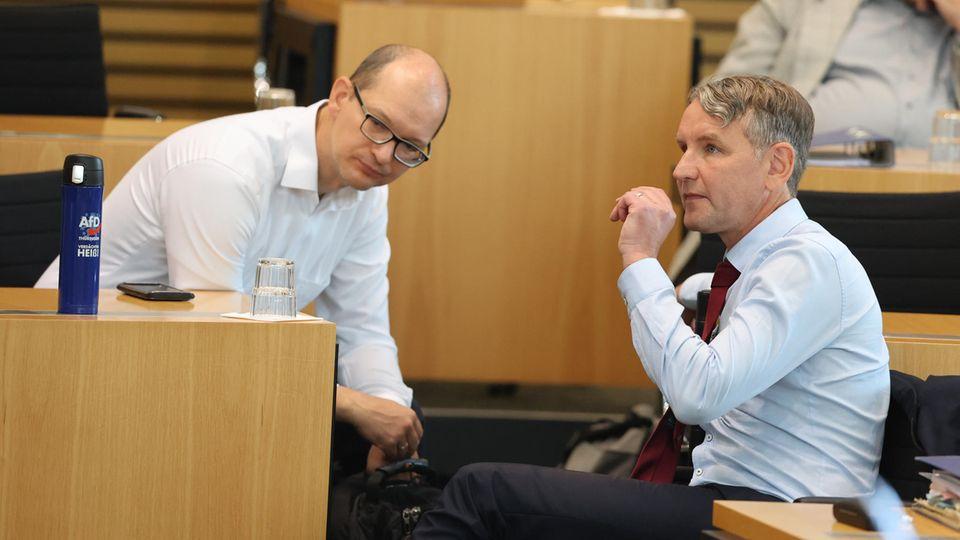 Björn Höcke (r.) und Fraktionssprecher Andreas Möller am Freitag im Thüringer Landtag