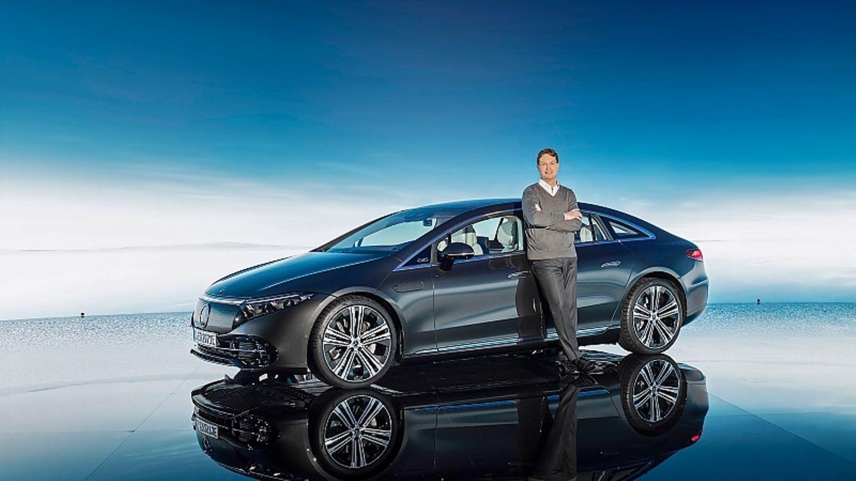 Ola Källenius am Mercedes EQS