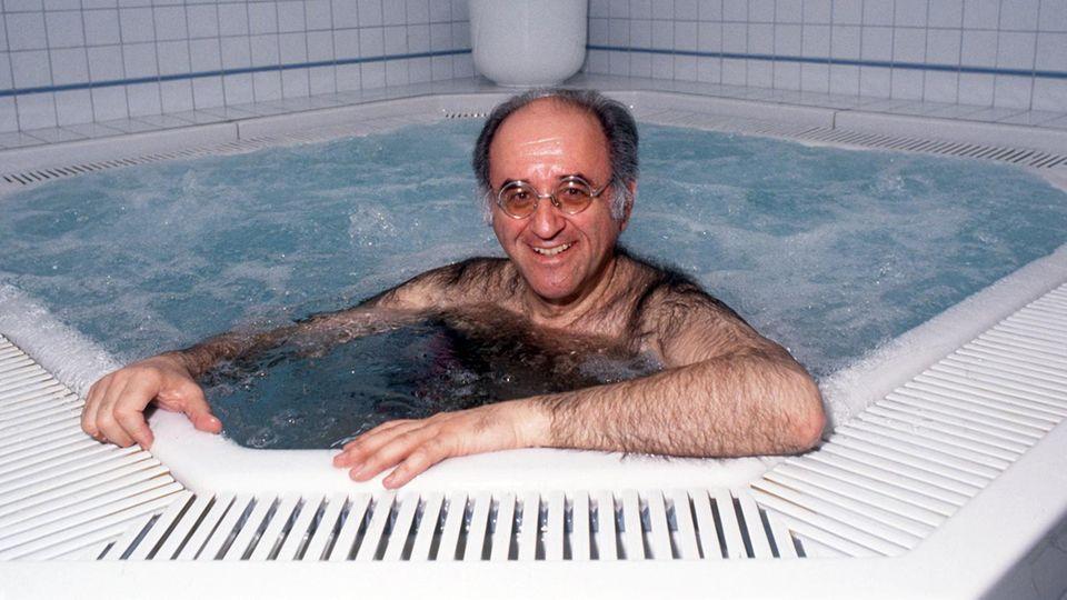 Alfred Biolek im Pool
