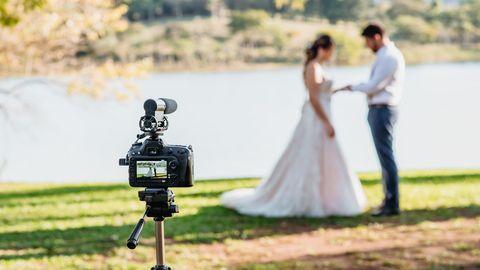 Kamera filmt ein Brautpaar