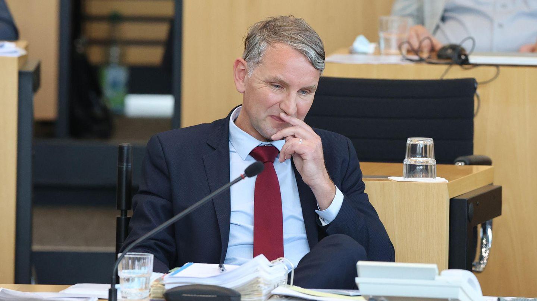 Björn Höcke, Fraktionsvorsitzender der AfD im Thüringer Landtag, sitzt während der Abstimmung auf seinem Platz im Plenarsaal