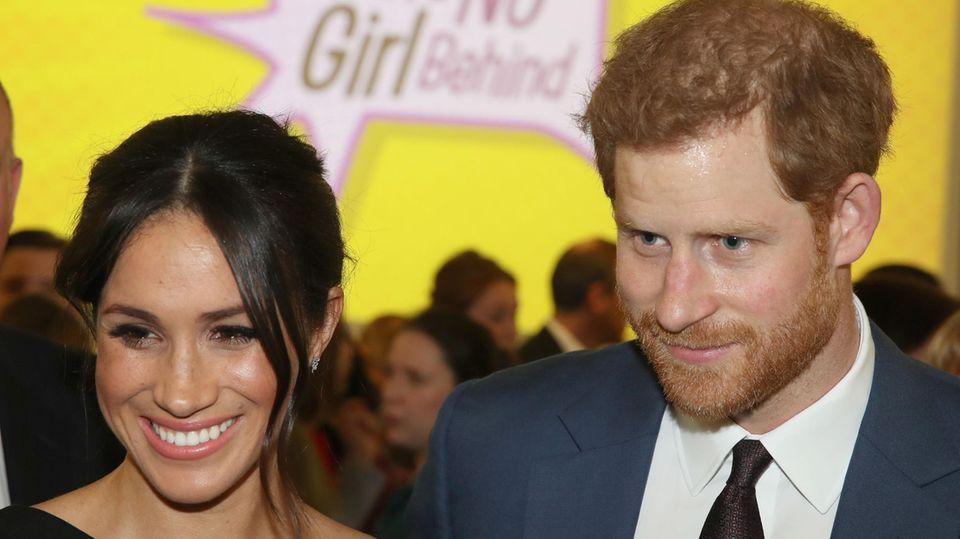 Prinz Harry und Meghan lächeln