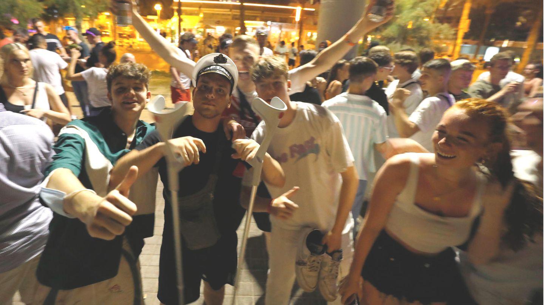 Feiernde Touristen auf Mallorca