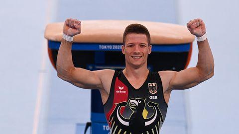 Philipp Herder jubelt nach dem Sprungwettbewerb